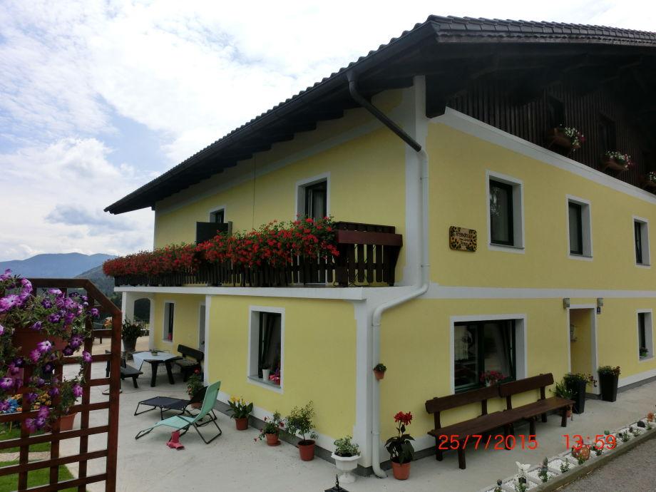 Unser Haus mit Terrasse.
