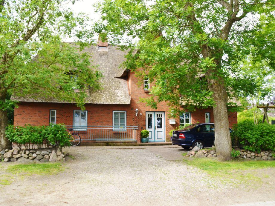 Das Haus von vorne mit Eingangstür