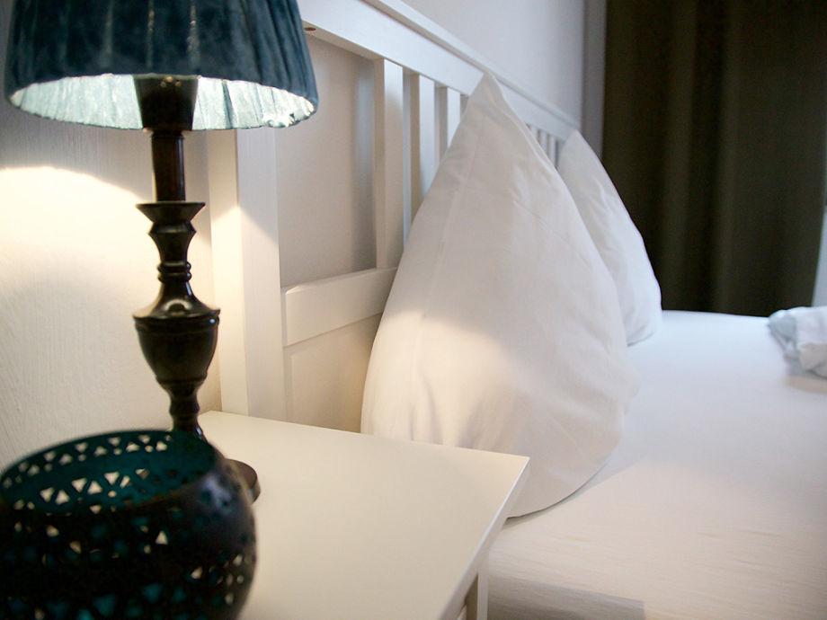 KingSize Bett im Schlafzimmer