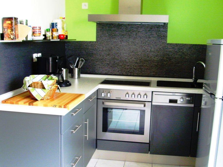 Moderne Küche mit deutschen Einbaugeräten