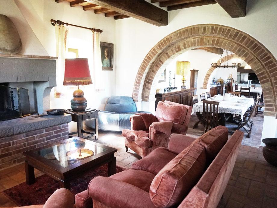 offenes wohnzimmer küche:Offenes Wohnzimmer Kamin im Wohnzimmer Gut ausgestattete rustikale