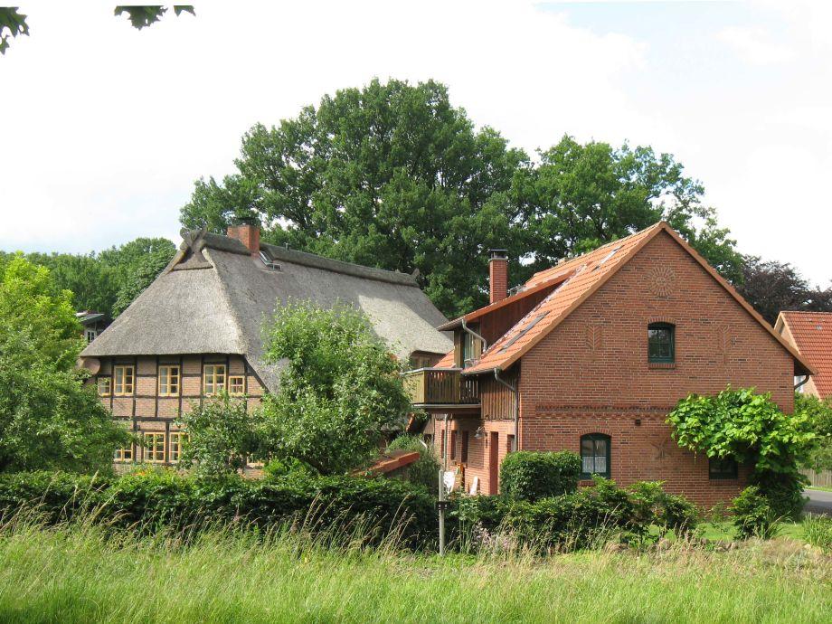Strohdachhaus und Speicherhaus