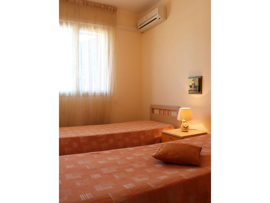 ferienwohnung villa le mimose iii ragusa firma ferienhaus sizilien herr oskar golde. Black Bedroom Furniture Sets. Home Design Ideas