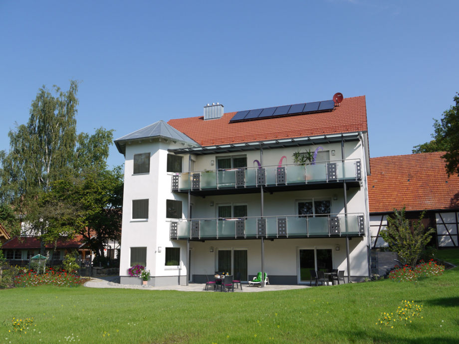 Villa aus Gartensicht