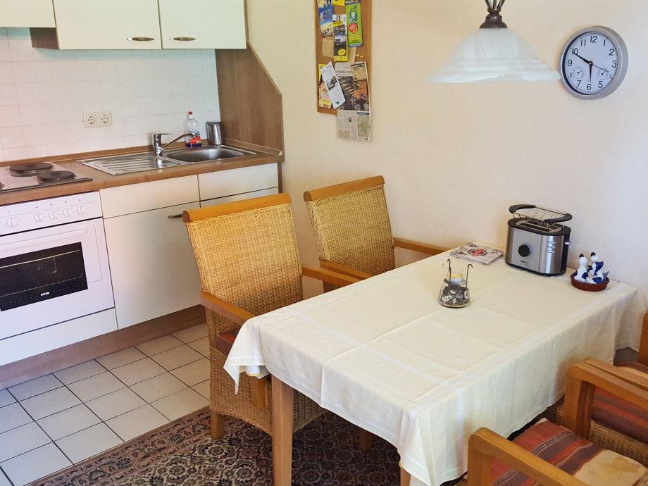 Küchenzeile Mit Kühlschrank : ferienwohnung 1 im haus ulrichs aurich umgebung aurich familie dora ulrichs ~ Buech-reservation.com Haus und Dekorationen
