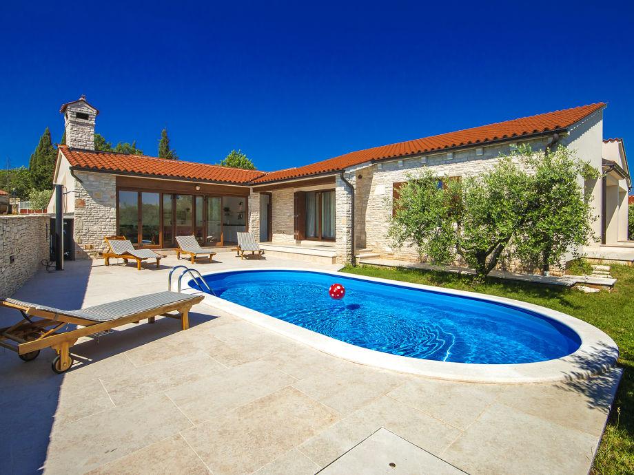 Villa mit Pool, Garten und Überdachte Terrasse