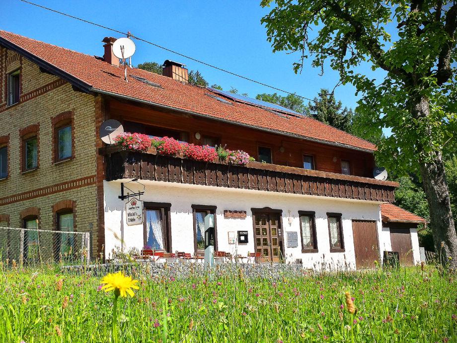 Haus Illertal im Sommer mit Café Michi`s Stüble Eggen