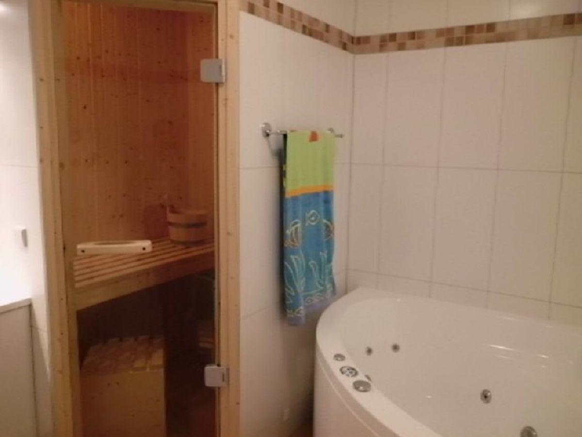 Mit Etagenbett Badezimmer Mit Whirlpool Und Sauna Dusche Und.