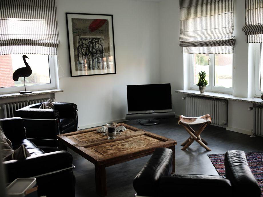Geräumiges Wohnzimmer mit Bang & Olufsen TV und B&O Beo