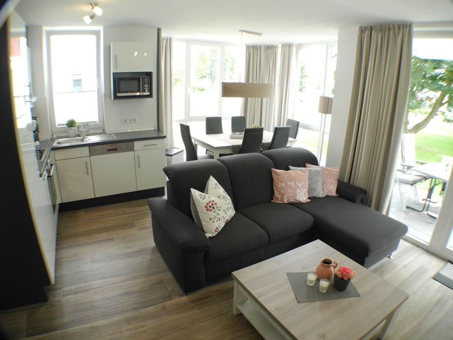 Der Blick in den komfortablen Wohn- & Essbereich