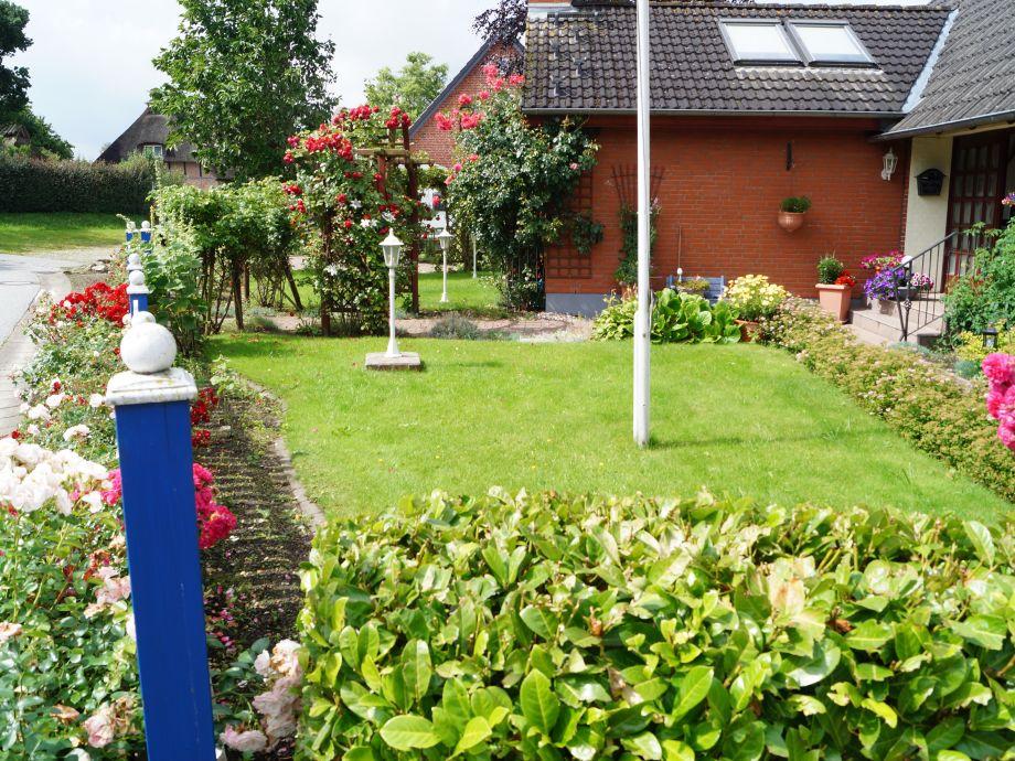"""Vorgarten mit Eingangsbereich für """"Gloria Dei"""""""