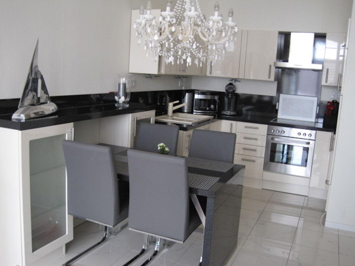 ferienwohnung hamburg 3 6 molis hohwacht frau solveig molis. Black Bedroom Furniture Sets. Home Design Ideas
