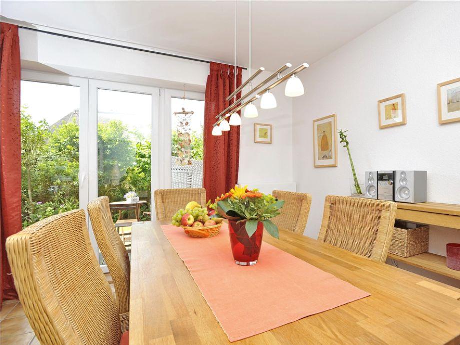 Der gemütliche Essbereich im Wohnzimmer des Haus Christina im Friesenring 11 B, in Wenningstedt