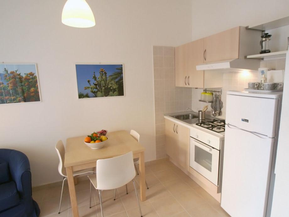 Moderne Wohnküche mit Gasherd