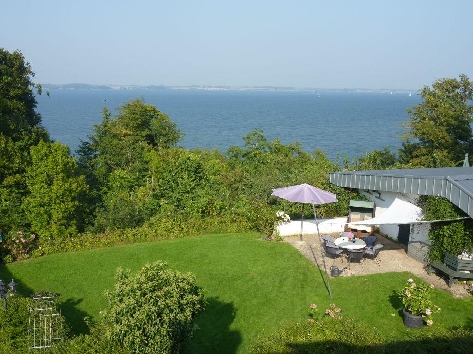 Die zweite, große Meerblick-Terrasse mit Garten