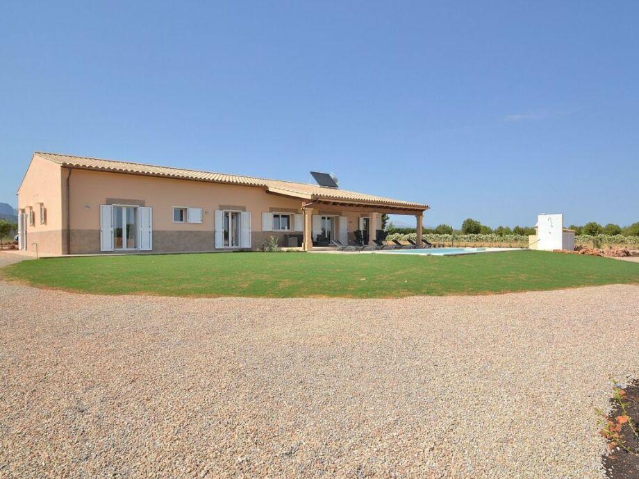 Haus, Terrasse und Schwimmbad