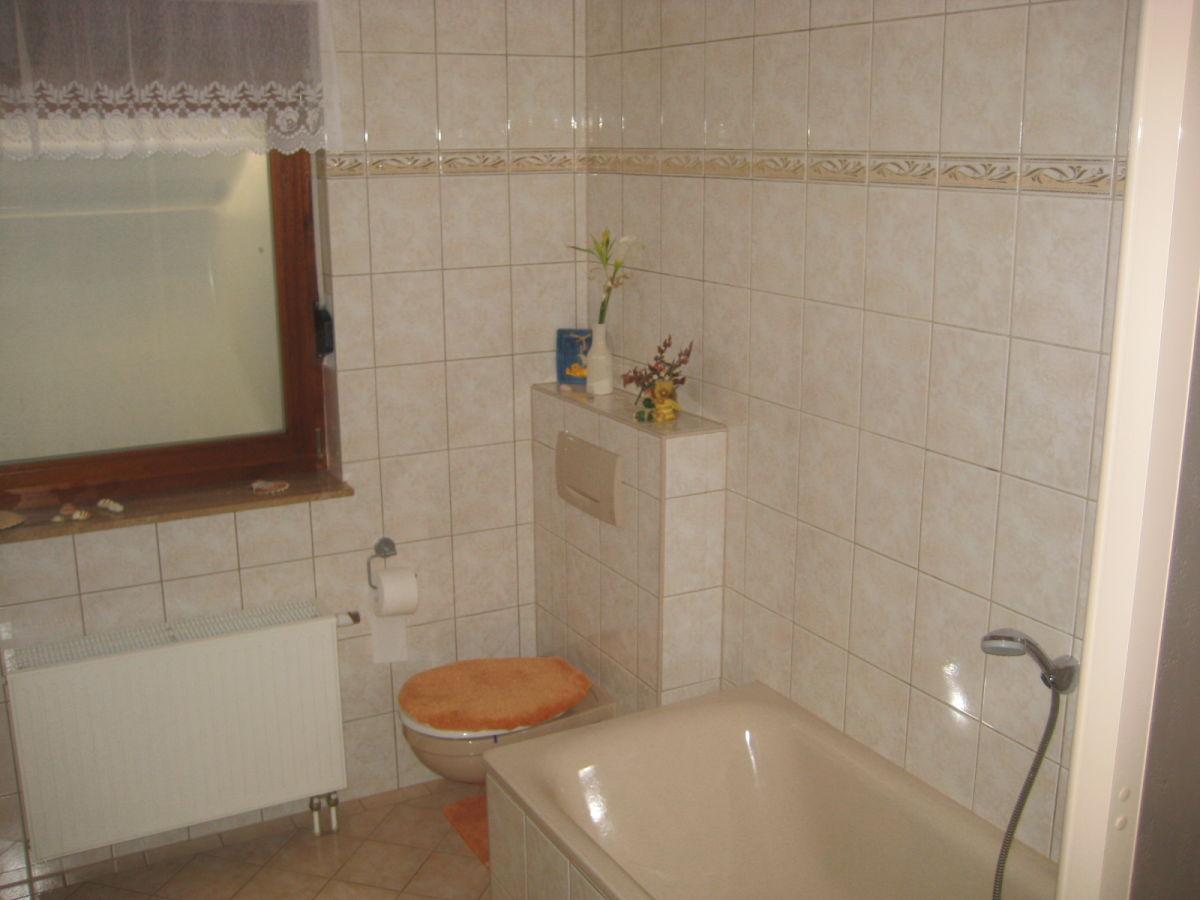 Ferienwohnung hildebrand harz herr klaus hildebrand - Badezimmer mit dusche und badewanne ...