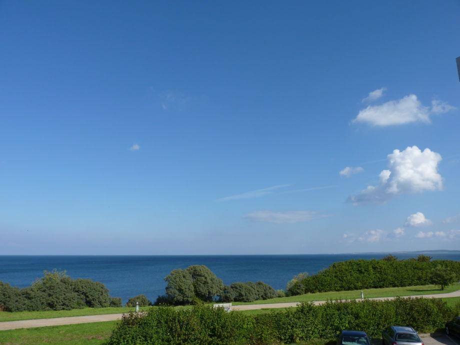 Der Blick vom Frühstückstisch auf die Ostsee