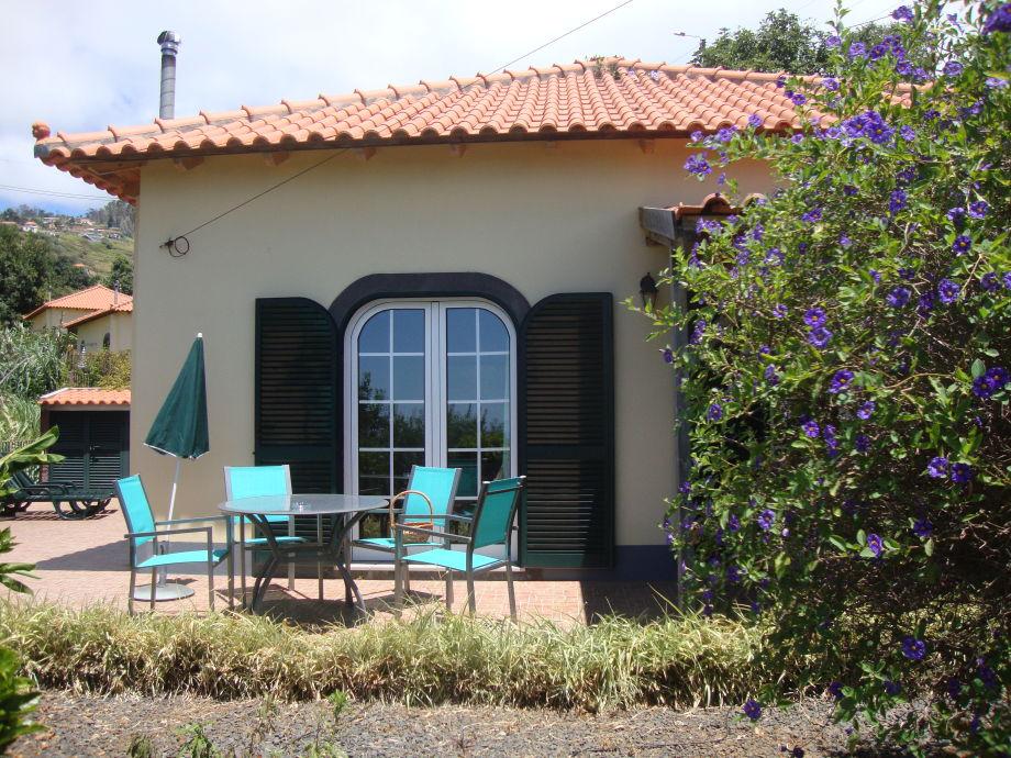 Terrase  mit Grill und 2 Sonneliege