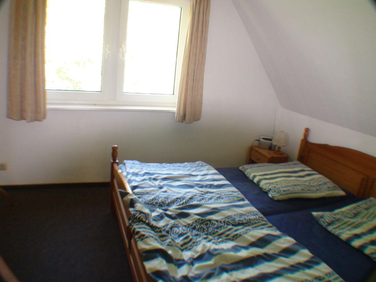 Ferienhaus hiddensee d nenheide 1 hiddensee firma happy for Schlafzimmer dachgeschoss