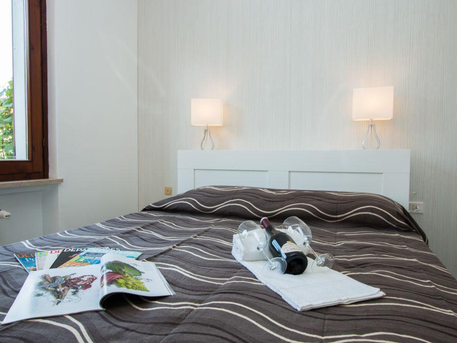 ferienwohnung al porto 1 sirmione firma iamholiday s r l frau sonia sinibaldi. Black Bedroom Furniture Sets. Home Design Ideas
