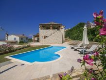 Villa Mayla