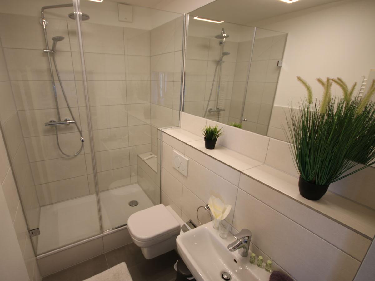Ferienwohnung schwanennest warnem nde firma haus shiralee das ferienhaus warnem nde herr - Badezimmer strand look ...