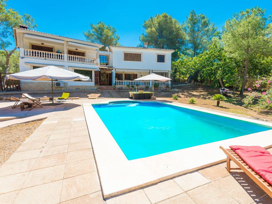 Finca with large swimming pool