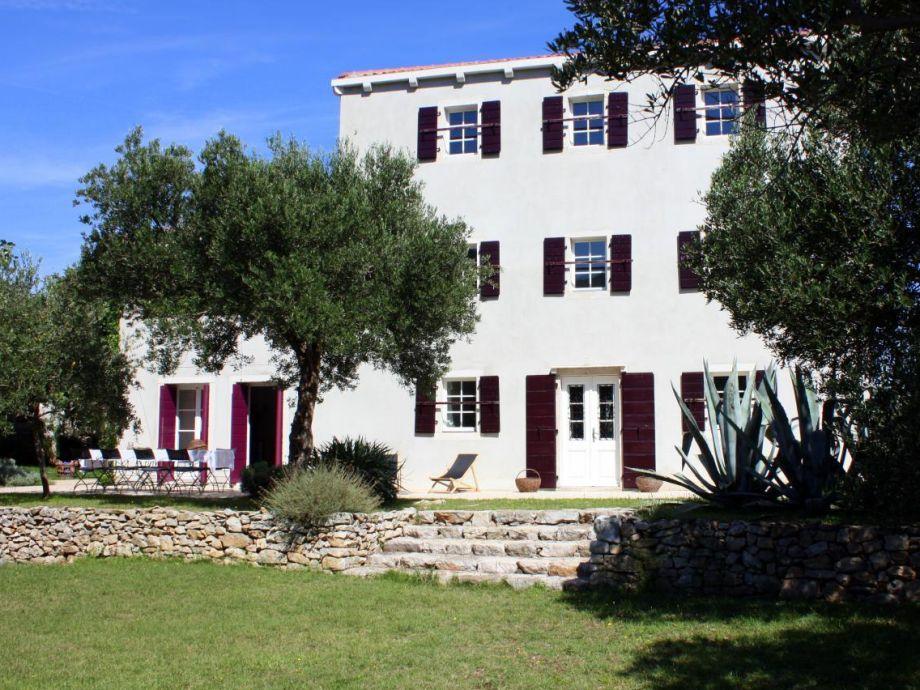 Außenaufnahme Stilvolles Ferienhaus mit Olivengarten und Meerblick