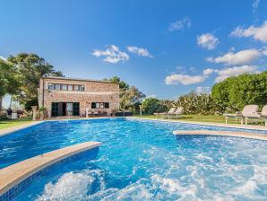Villa Angela mit Pool Jacuzzi und Wlan