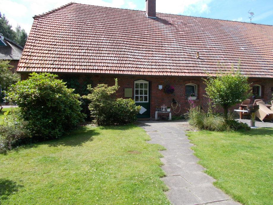 Eingang der Ferienwohnung mit angrenzender Terrasse