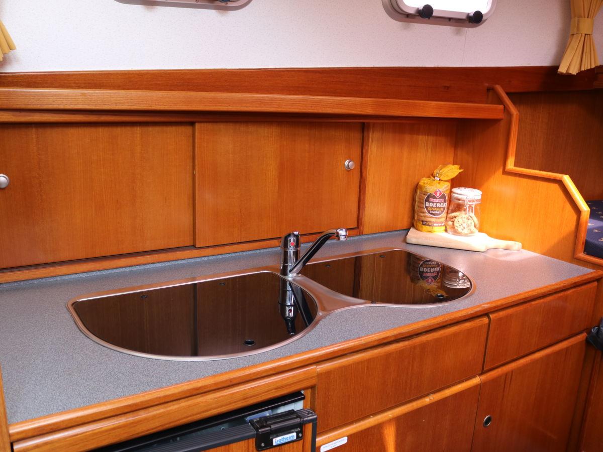 Küchenzeile Boot ~ hausboot ilona, ijsselmeer, koudum firma friesland