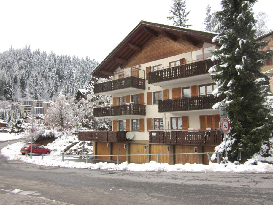 Hochpaterre  -  Balkon Süd West Seite mit Garage