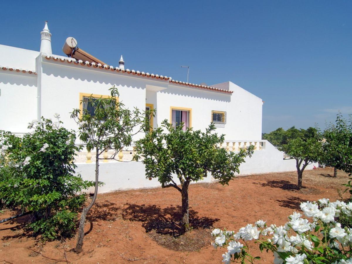 ferienhaus vivenda sarcacal portugal algarve lagos firma check in individuelle flugreisen. Black Bedroom Furniture Sets. Home Design Ideas