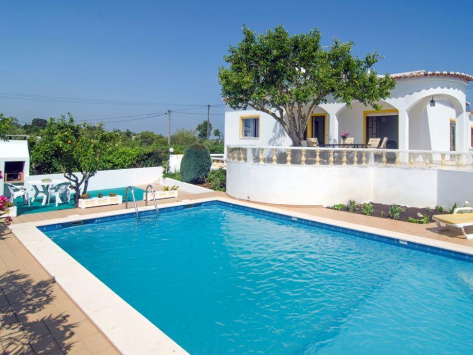 Villa mit Pool 7 x 4 m