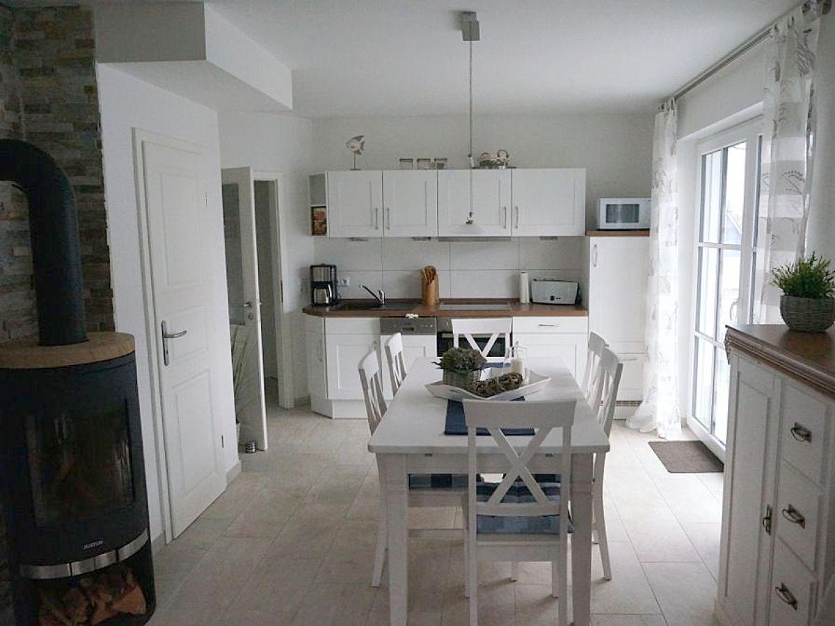 Schrank mit kamin m bel ideen und home design inspiration for Kamin landhausstil