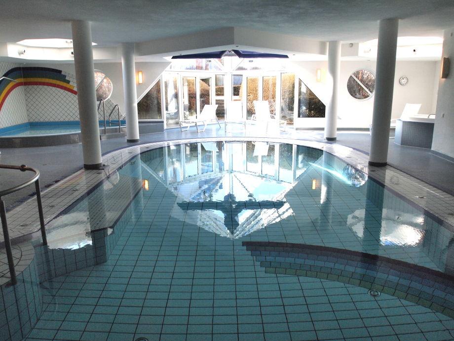 Wellnessbad mit Sauna und Whirlpool