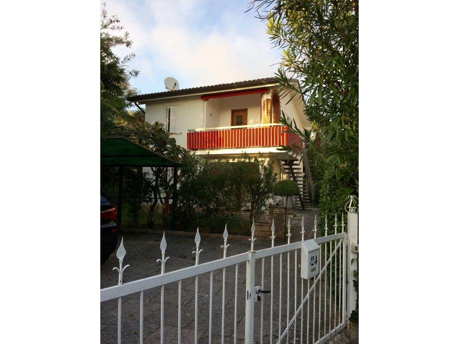 """Einfahrt zu """"Casa Giulia"""" mit 2 Wohnungen"""