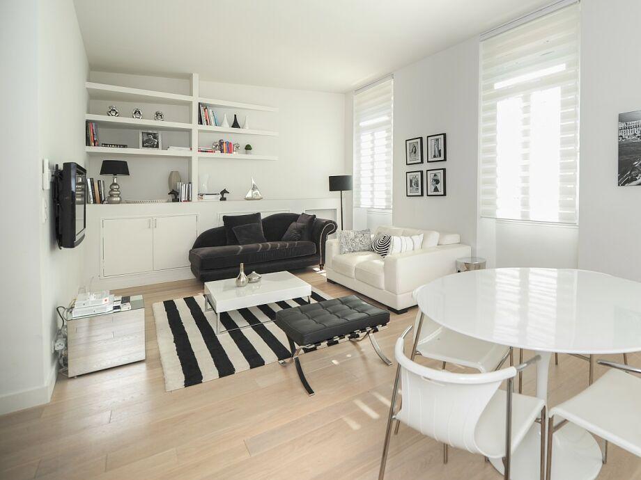Modern eingerichteteter Wohnbereich