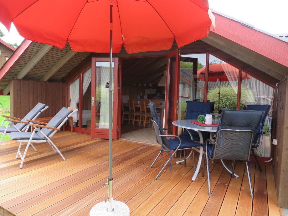 Blick ins Ferienhaus von der terrasse.