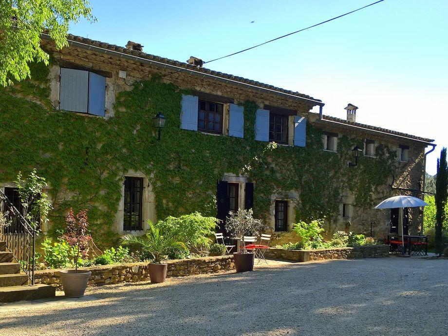 Oberer Wohnteil: Haupthof mit Einfahrt zur Unterkunft