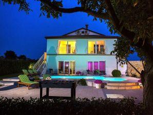 Villa 749