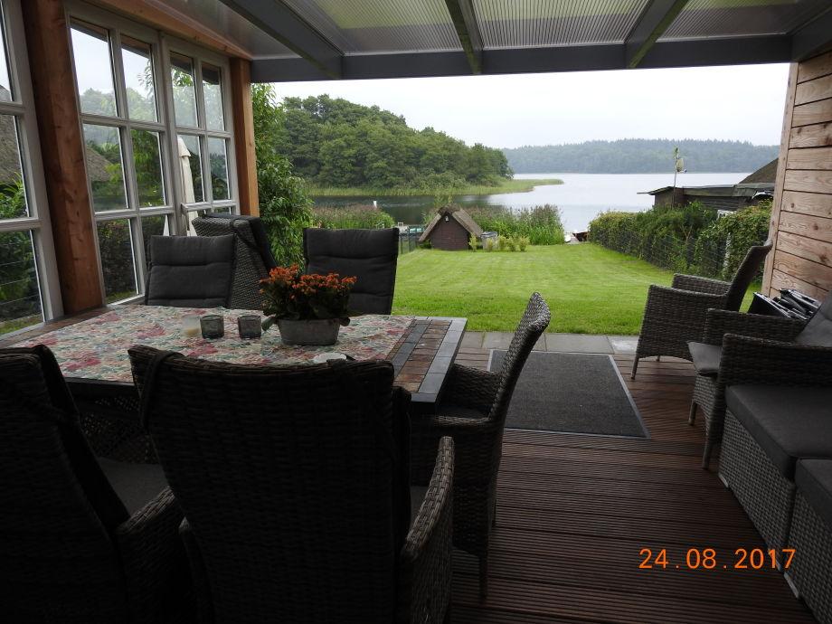 Blick von der terrasse zum See