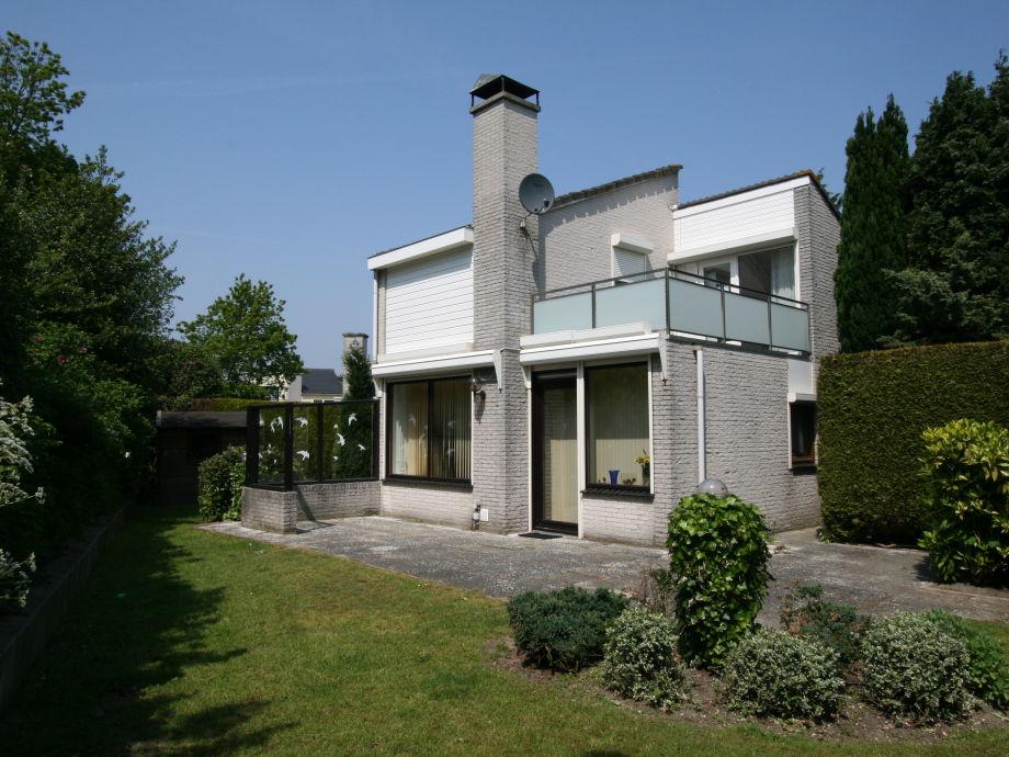 Garten und sonnige Terrasse
