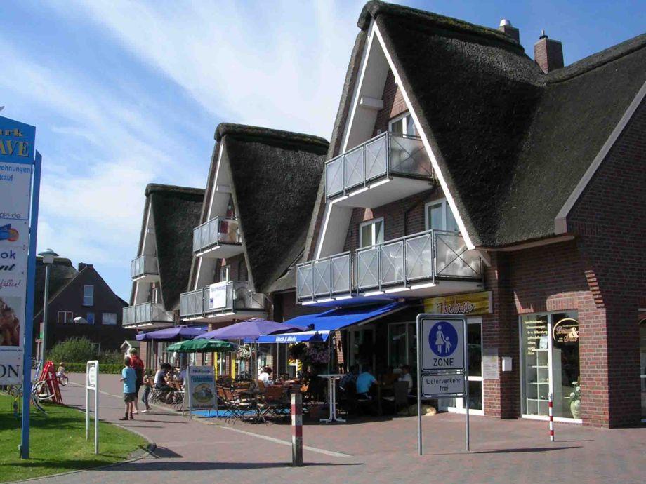 Reetdachhaus Außenansich mit Bäcker, Restaurant ...usw.