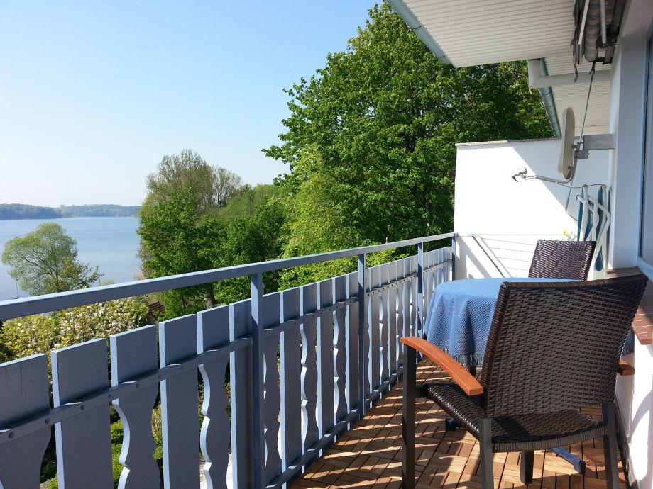 Überdachter Balkon mit Markise