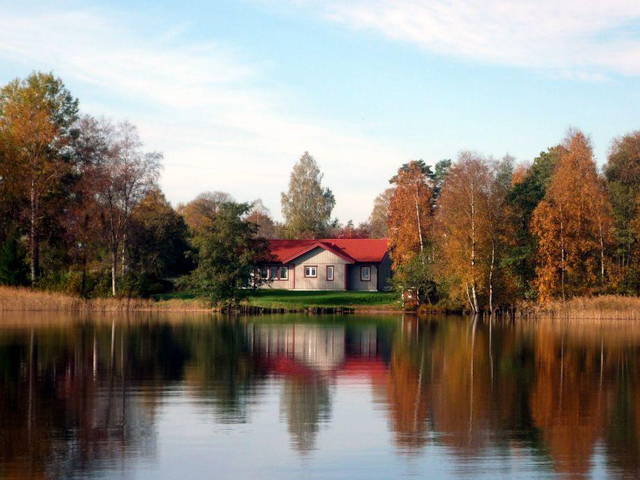Ferienahus schweden am see (Ein schöner Tag im Herbst )