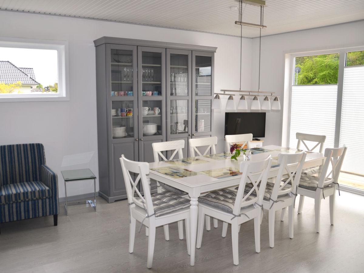 wohnzimmer mit kaminecke esstisch f r 8 personen mit balkonzugang. Black Bedroom Furniture Sets. Home Design Ideas