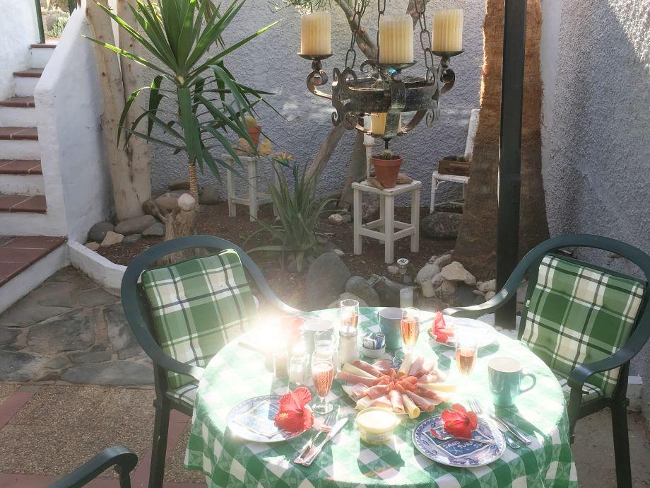 Den Tag beginnen auf der Frühstücksterrasse...
