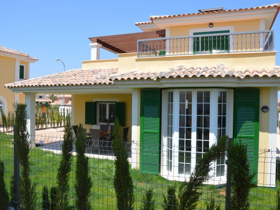 Ferienhaus mit Gartenansicht